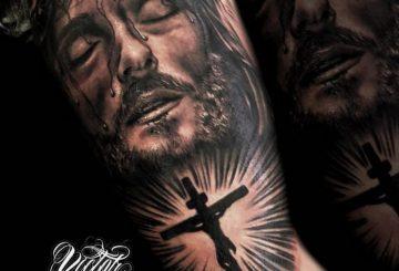 40 tatouages croisés pour hommes 96