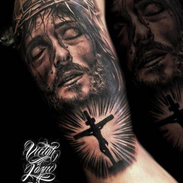 40 tatouages croisés pour hommes 14