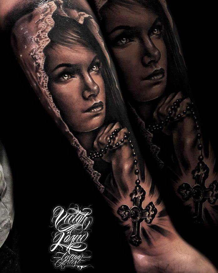 25 4 à 40 tatouages croisés pour hommes