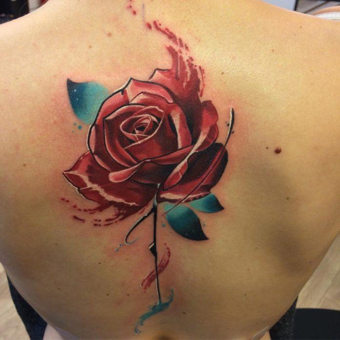 28-100 tatouages roses pour femmes