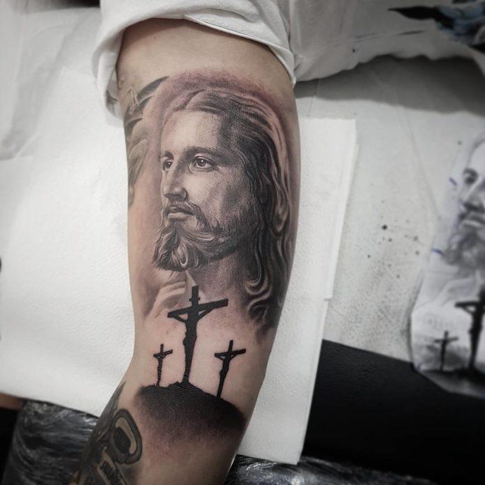 40 4 - 40 tatouages croisés pour hommes
