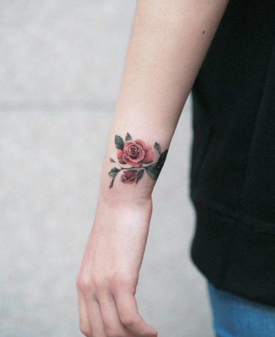 51 1 e1579492873875-100 Tatouages Rose pour Femme