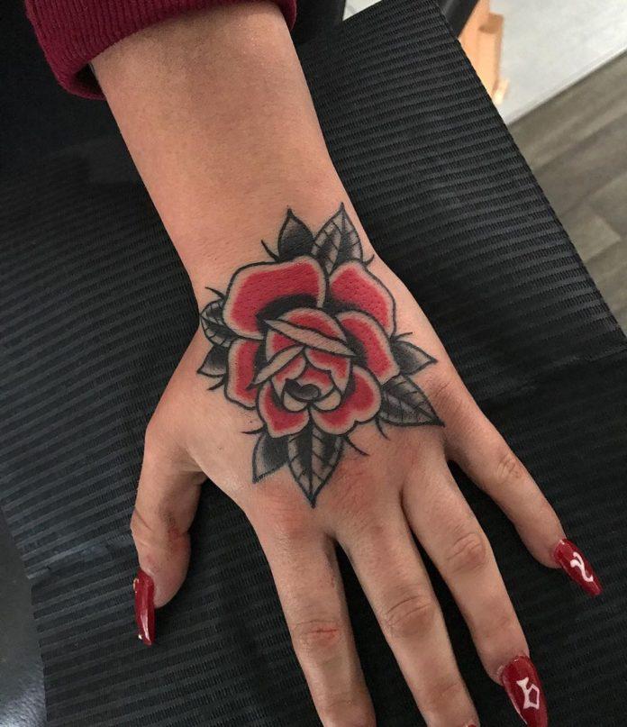 65 - 100 Tatouages Rose pour Femme