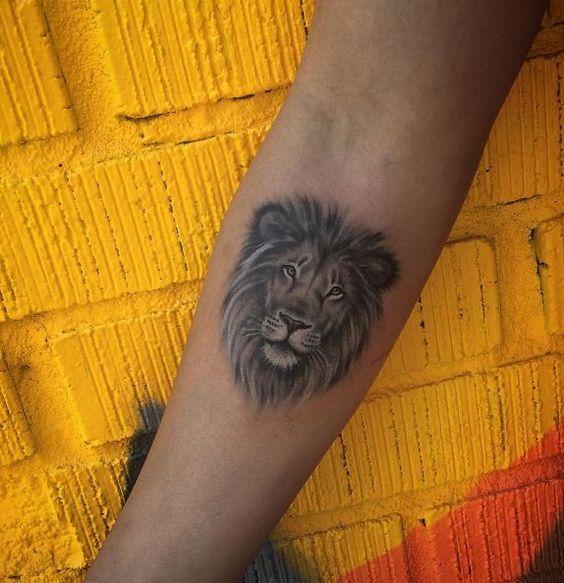 Le meilleur tatouage de lion pour vous et votre roi intérieur de la jungle! Top 151 44