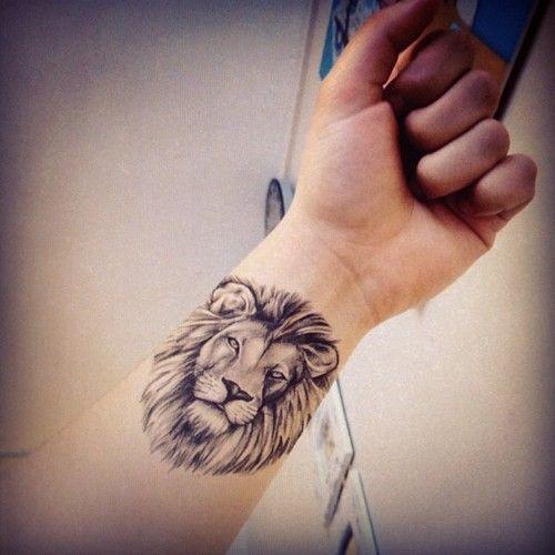 Le meilleur tatouage de lion pour vous et votre roi intérieur de la jungle! Top 151 24