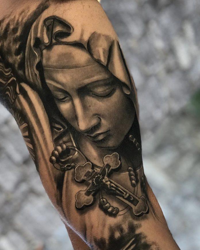 7 2 - 40 tatouages croisés pour hommes