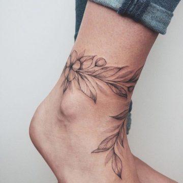 50 tatouages à la cheville pour les femmes 10
