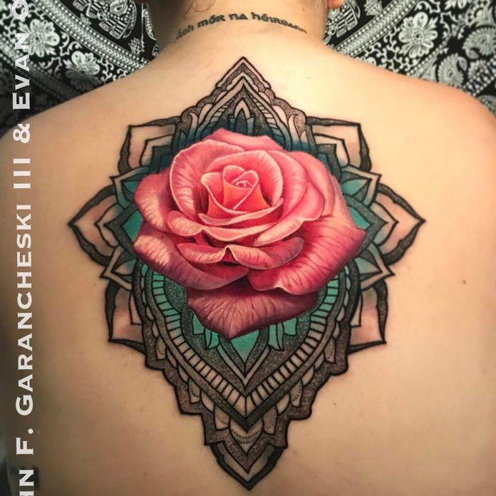 9 64-100 tatouages roses pour femmes