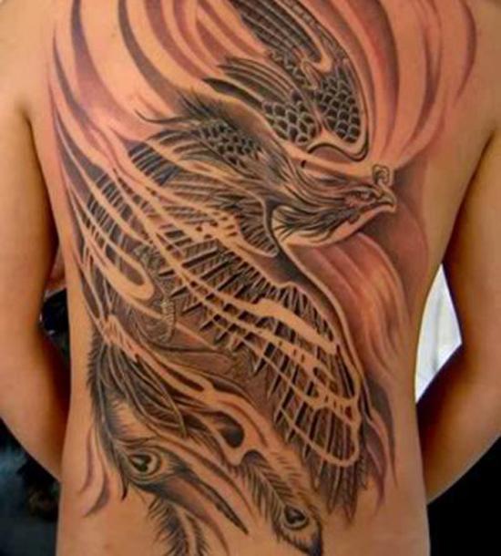 Beaux dessins de tatouage Phoenix sur le dos