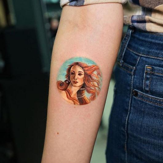 Naissance de Vénus tatouage avant-bras