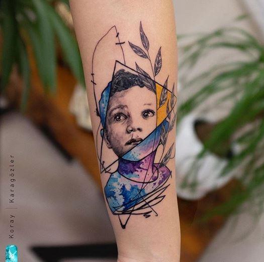 Portrait de bras tatouage botanique