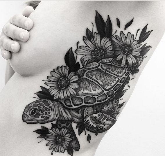 Tatouage côté tortue botanique