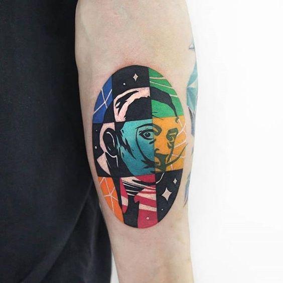 Tatouage bras coloré portrait Dali