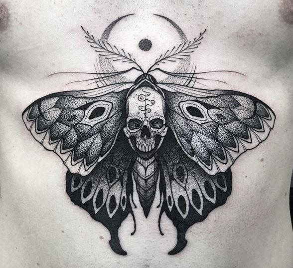 Papillon Dotwork avec tatouage de crâne