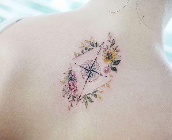 Tatouage Floral Boussole Dos