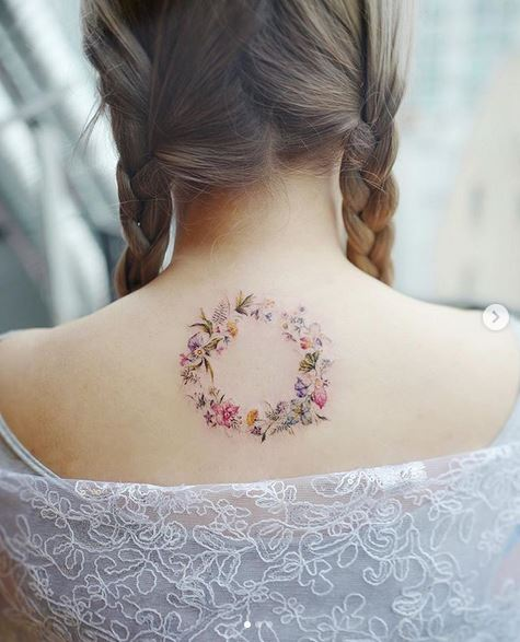 Tatouage de couronne de fleurs
