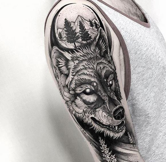 Tatouage de bras de forêt et de loup