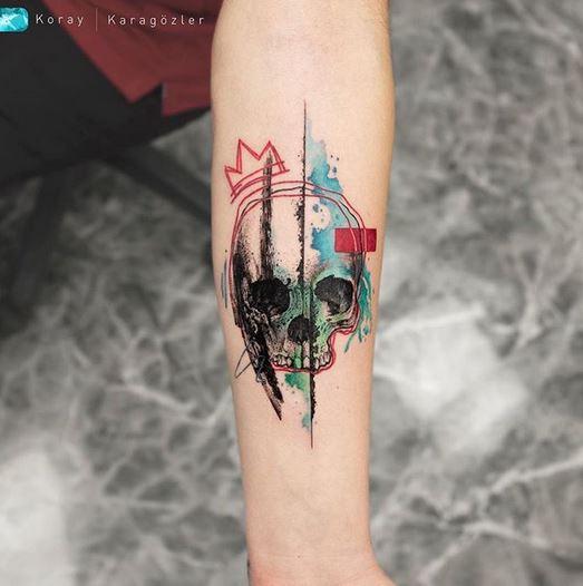 Tatouage avant-bras de crâne graphique