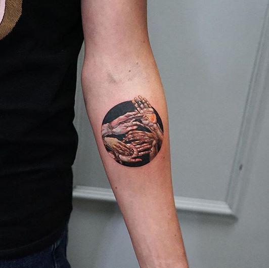 Tatouage avant-bras série main