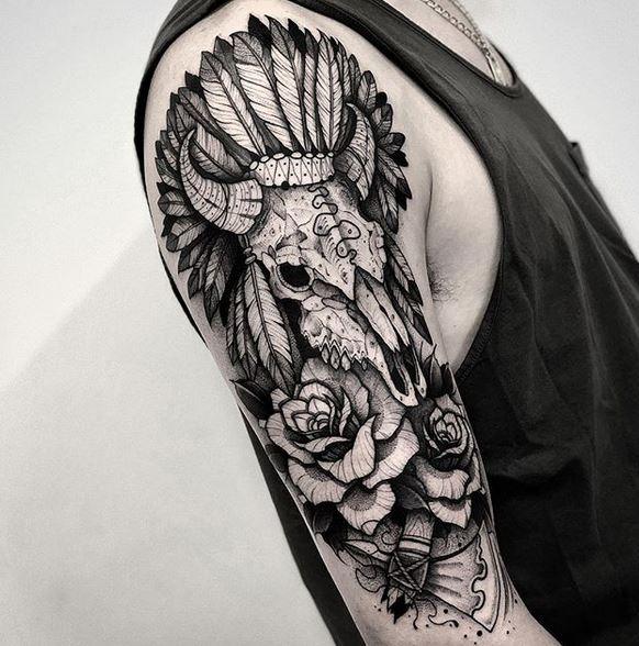 Tatouage de bras de crâne indien