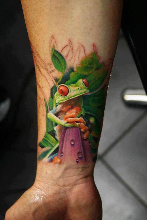 Tatouage réaliste de poignet de grenouille d'arbre 3D