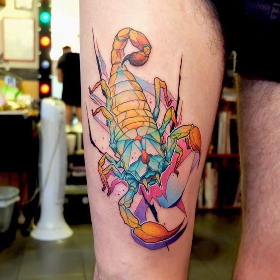 Tatouage scorpion cuisse