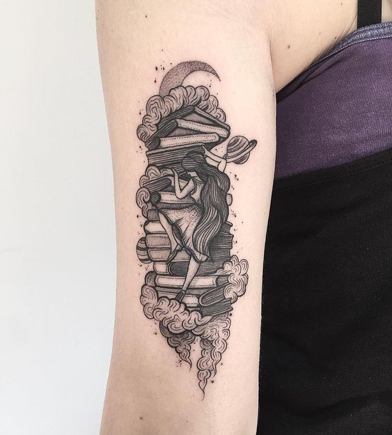 Le tatouage de bras de rat de bibliothèque