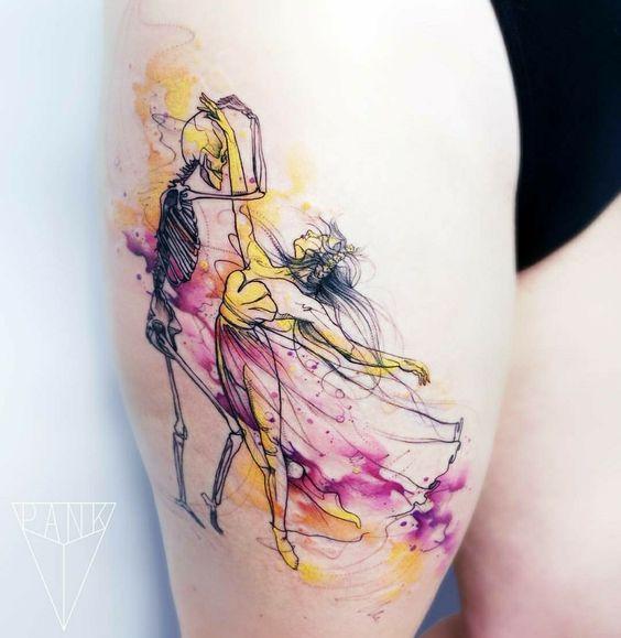 Le tatouage de la cuisse de danse