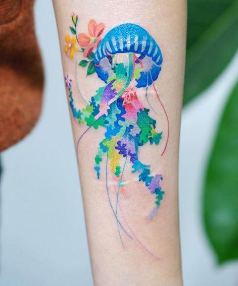 Tatouage d'avant-bras de méduses aquarelle