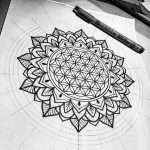 Beau dessin fleur de vie intégré dans un mandala très géométrique