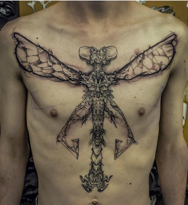 poitrine libellule tatouage