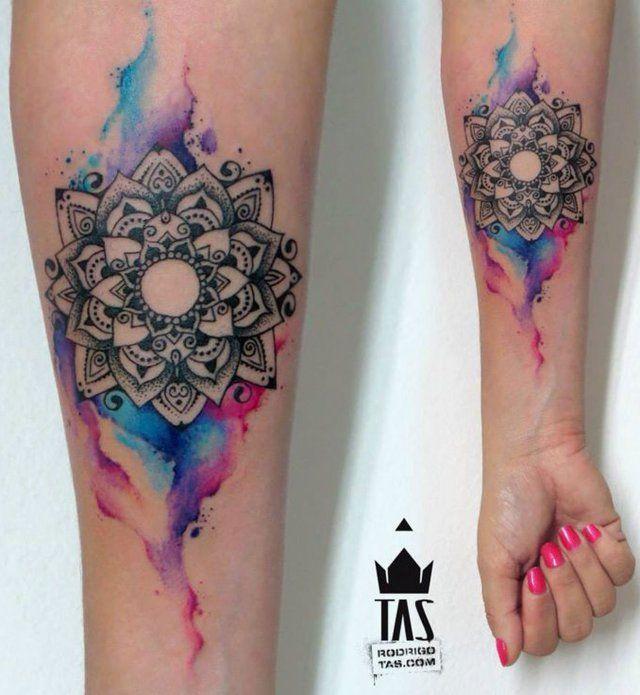 Avant-bras intérieur de tatouage aquarelle mandala