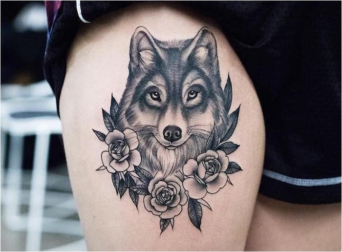 ce qui signifie tatouage corps art conception tête de loup avec des roses dessin à l'encre