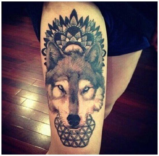 Tatouage Femme Indienne Avec Loup Signification Tatouage Loup Tatouage Cuisse Pinterest