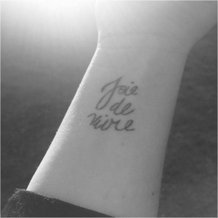 Phrase de tatouage en français Venez découvrir en images notre pile des plus belles déclarations d'amour à tatouer grâce à nos 33 photos