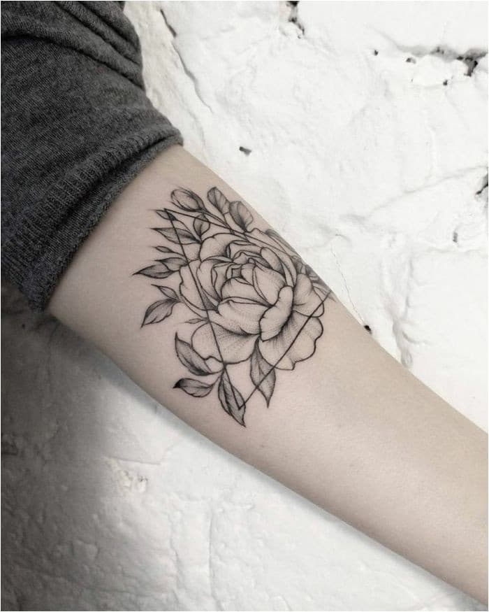 Tatto Ideas 2017 Mandala de tatouage de fleurs sensuelles signifie fleurs FashioViral Leading Lifesyle & Fashion Magazine