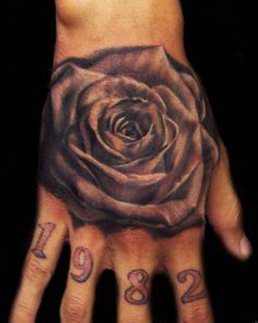 tatouage-fleur-6-homme