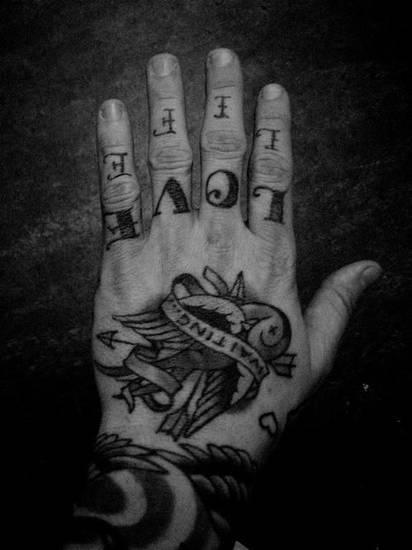 Tatouage de doigt de la vie d'amour