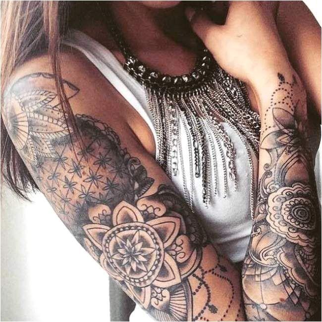 Mandala dotwork tatouage femme écraser le bras
