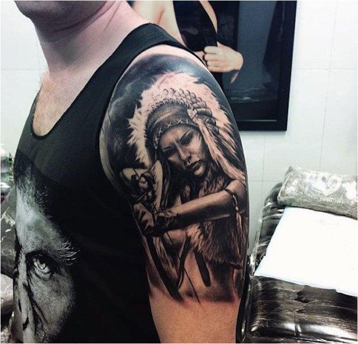 tatouage bras homme noir débardeur avec visage homme dessin à l'encre femme guerrière