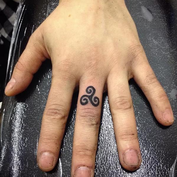 Des tatouages plus symboliques