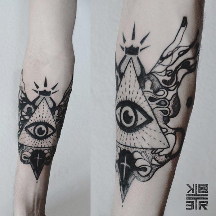 Tatouage d'avant-bras abstrait oeil de providence