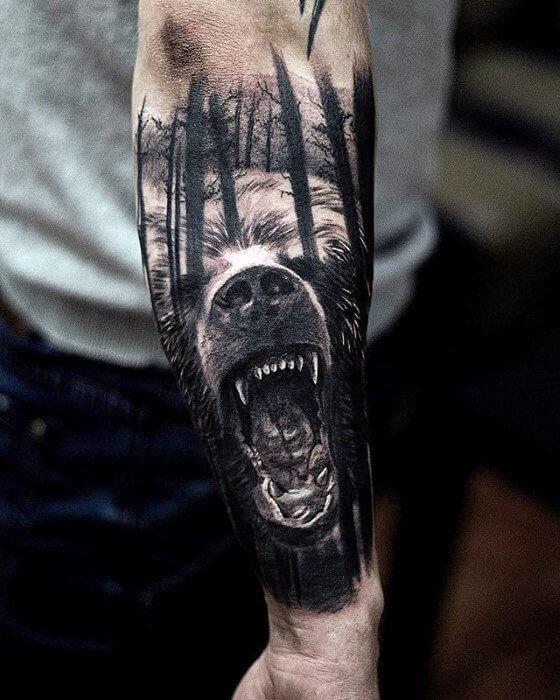 Ours dans les bois tatouage avant-bras manches