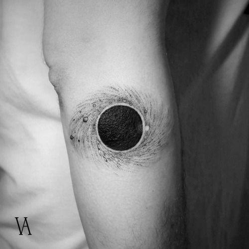 Tatouage Bras Noir