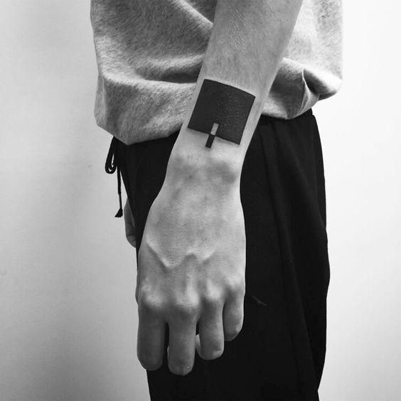 Tatouage de poignet de pièce de puzzle carré Blackwork