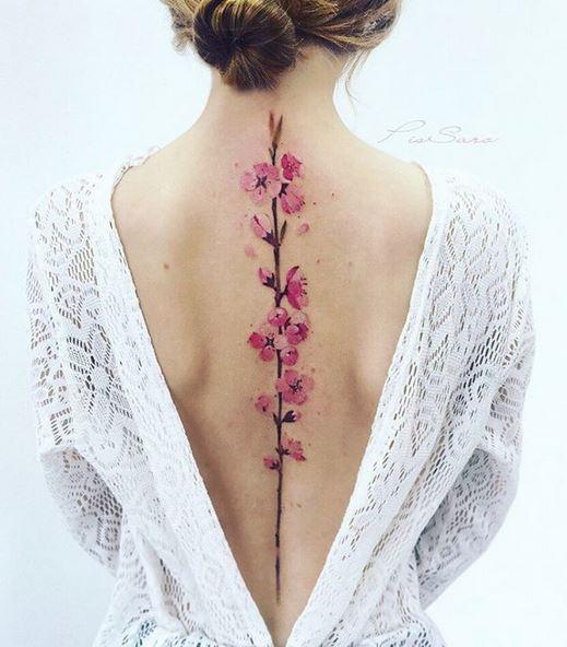 Tatouage épine florale rose en fleurs