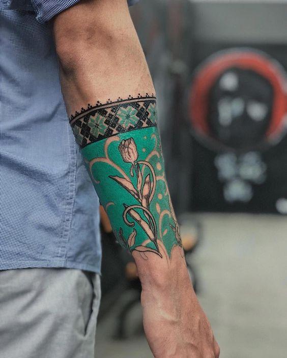 Tatouage de manche avant-bras botanique