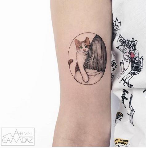 Étreindre chat bras bras tatouage