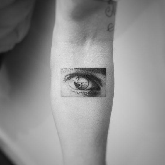 Réflexion des yeux Tatouage avant-bras