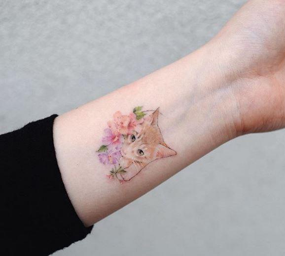 Tatouage Floral Poignet De Chat